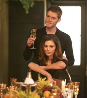 Pictured (L-R): Joseph Morgan as Klaus and Phoebe Tonkin as Hayley -- Photo: Annette Brown/The CW