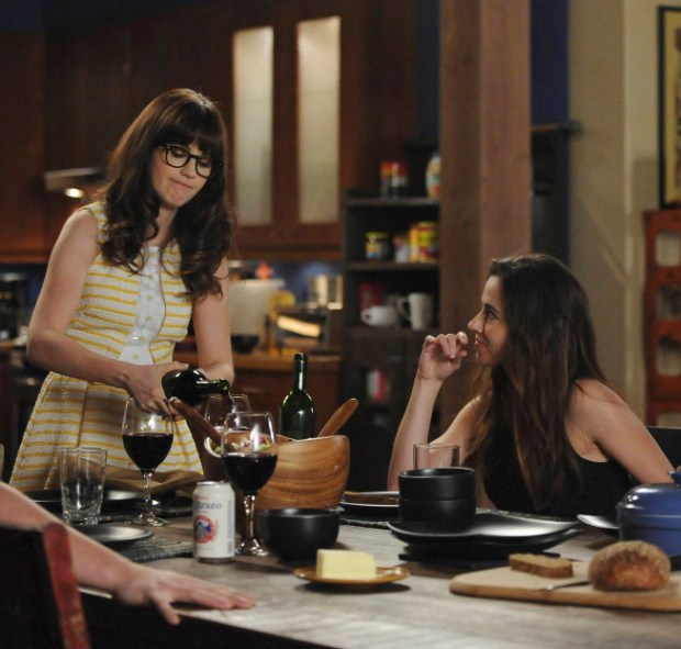 Jess (Zooey Deschanel, L) doesn't trust her sister, Abby (guest star Linda Cardellini, R), when she decides to stay in Los Angeles. Co.  Cr:  Ray Mickshaw/FOX