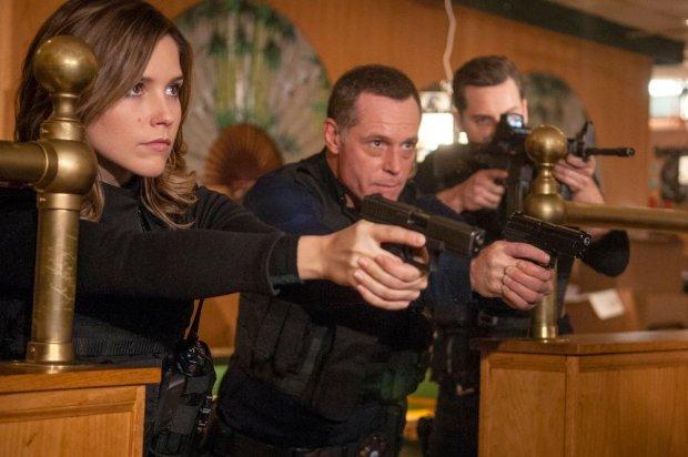 Pictured: (l-r) Sophia Bush as Erin Lindsay, Jason Beghe as Hank Voight, Jesse Lee Soffer as Jay Halstead -- (Photo by: Matt Dinerstein/NBC)
