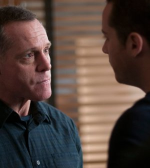 Pictured: (l-r) Jason Beghe as Hank Voight, Jesse Lee Soffer as Jay Halstead -- (Photo by: Matt Dinerstein/NBC)