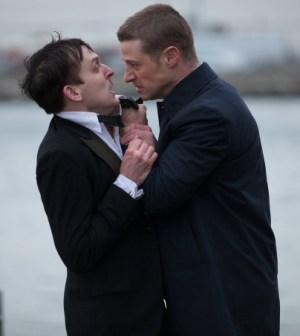 Pictured: (L-R) Robin Lord Taylor and Ben McKenzie. Co. Cr: Jessica Miglio/FOX