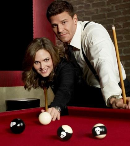 Emily Deschanel as Dr. Temperance Brennan and David Boreanaz as FBI Special Agent Seeley Booth. Co. Cr: Brian Bowen Smith/FOX