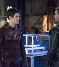 Pictured (L-R): Grant Gustin as Barry Allen/The Flash and Stephen Amell as Olliver Queen/The Arrow -- Photo: Cate Cameron/The CW