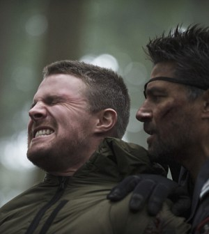 Pictured (L-R): Stephen Amell as Oliver Queen and Manu Bennett as Slade Wilson -- Photo: Cate Cameron/The CW