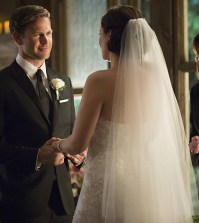 Pictured (L-R): Matt Davis as Alaric and Jodi Lyn O'Keefe as Jo -- Photo: Bob Mahoney/The CW