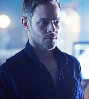 """KILLJOYS -- """"Come the Rain"""" Episode 108 -- Pictured: Aaron Ashmore as John -- (Photo by: Ken Woroner/Temple Street Releasing Limited/Syfy)"""
