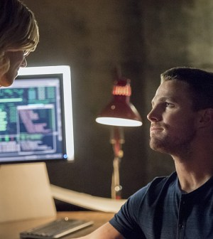 Pictured (L-R): Emily Bett Rickards as Felicity Smoak and Stephen Amell as Oliver Queen -- Photo: Dean Buscher /The CW