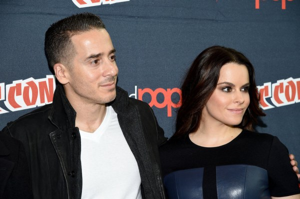 "NEW YORK COMIC CON -- ""12 Monkeys Press Room"" -- Pictured: (l-r) Kirk Acevedo, Emily Hampshire -- (Photo by: Mike Coppola/Syfy)"