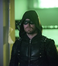 Pictured: Stephen Amell as Green Arrow -- Photo: Diyah Pera/The CW