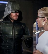 Pictured (L-R): Stephen Amell as Green Arrow and Emily Bett Rickards as Felicity Smoak -- Photo: Bettina Strauss/The CW