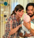 """THIS IS US -- """"Kyle"""" Episode 103 -- Pictured: (l-r) Mandy Moore as Rebecca, Milo Ventimiglia as Jack -- (Photo by: Ron Batzdorff/NBC)"""