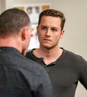 """CHICAGO P.D. -- """"300,000 Likes"""" Episode 407 -- Pictured: Jesse Lee Soffer as Jay Halstead -- (Photo by: Matt Dinerstein/NBC)"""