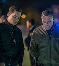 Pictured: (l-r) Jesse Lee Soffer as Jay Hastead, Jason Beghe as Hank Voight -- (Photo by: Matt Dinerstein/NBC)