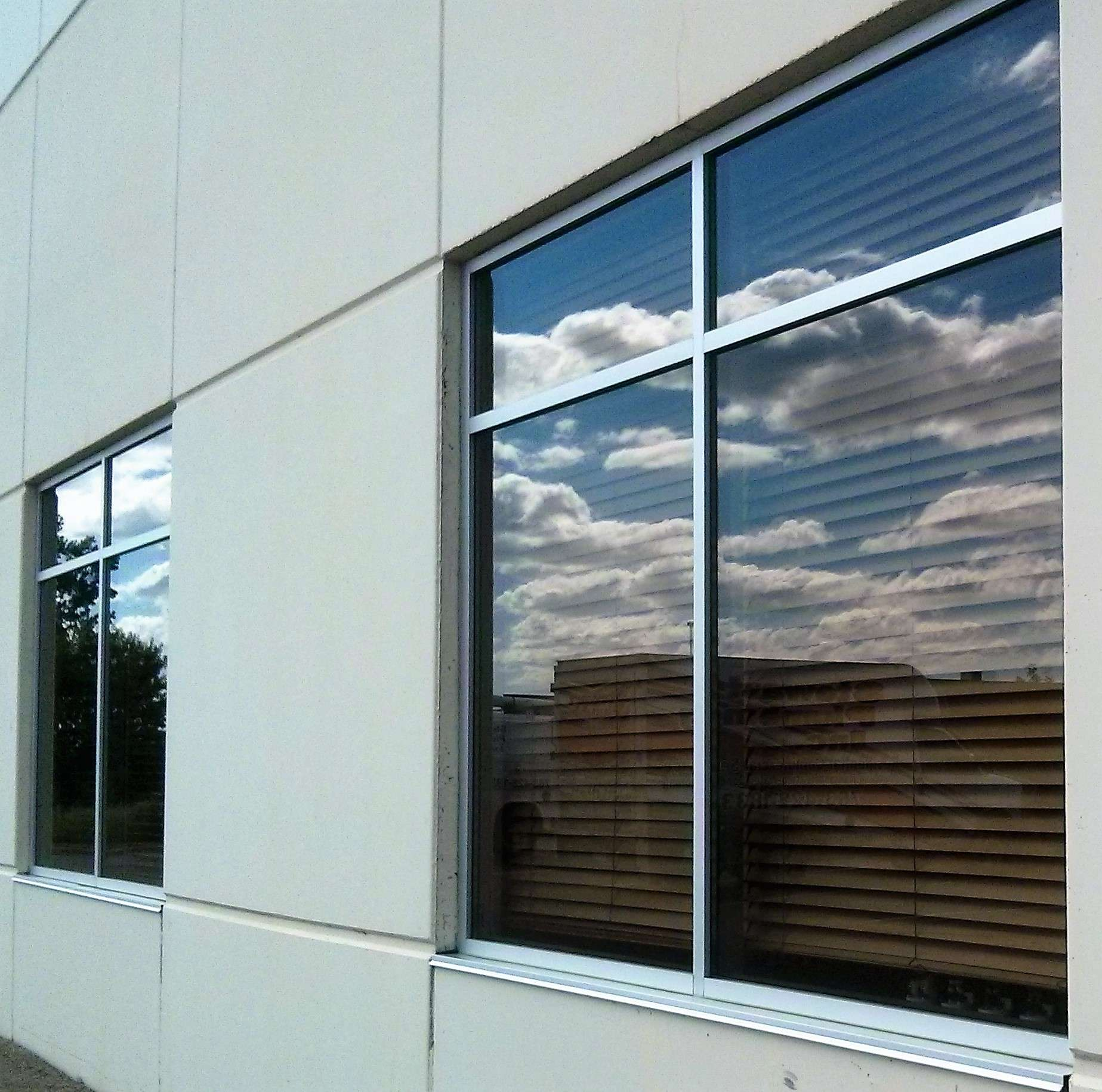 Commercial window cleaning services in minneapolis mn for Commercial windows