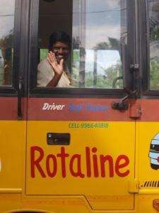 Schoolbus van TG hostel