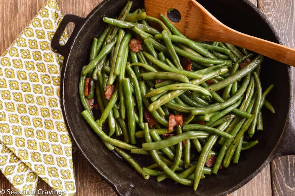 how to cook fresh green beans with bacon and onion