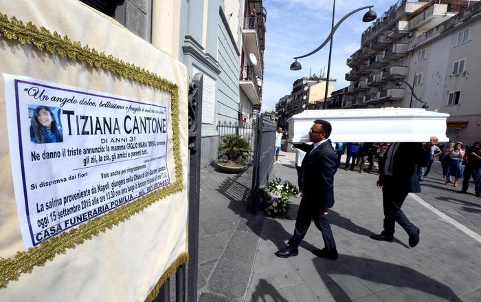 Suicidio Tiziana Cantone: sono quattro gli indagati