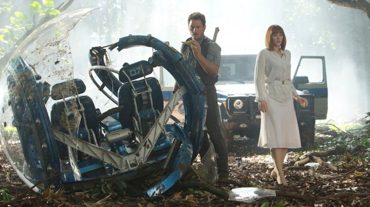 Jurassic World – first official trailer & picture