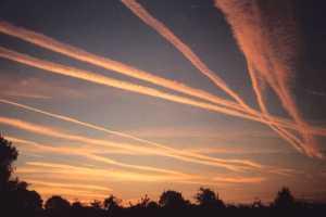Scie chimiche: gli USA hanno confermato l'utilizzo di sostanze chimiche per irrorare i cieli