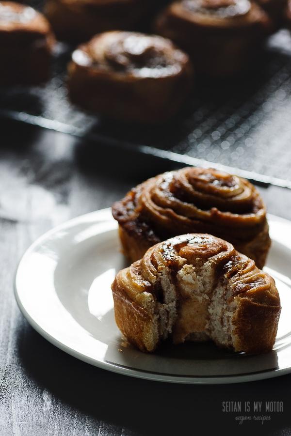 cinnamon buns with a chestnut swirl | seitanismymotor.com