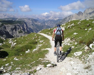 man-mountain-bike-cycling-trail