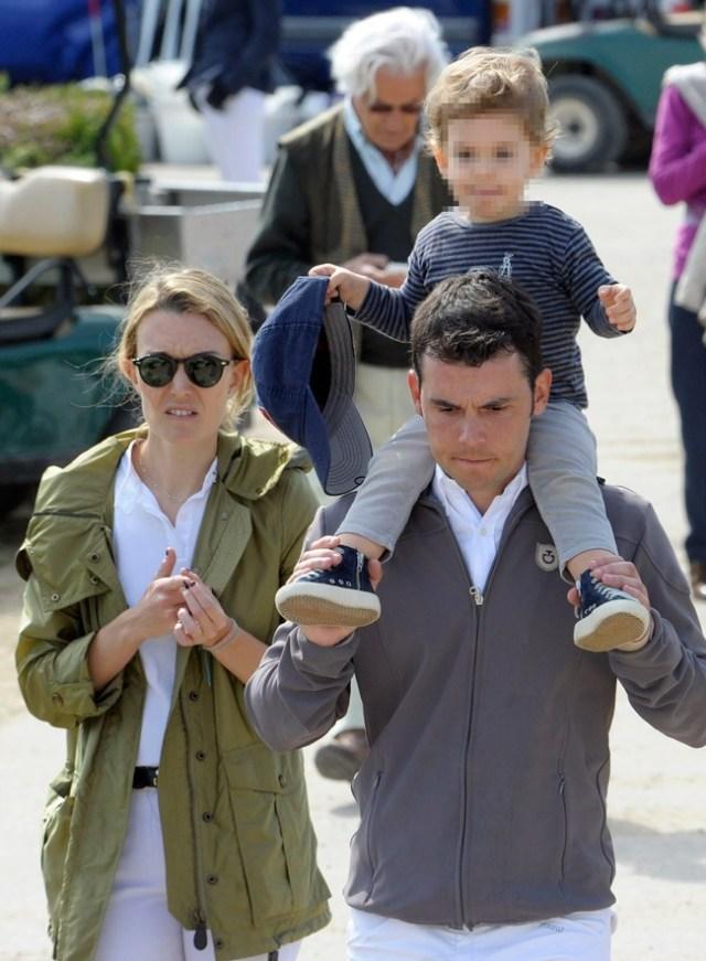 Marta, Sergio y el pequeño Amancio a primeros de mayo en una competición hípica