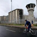 Guardias golpean a presos en cárcel de Bogotá