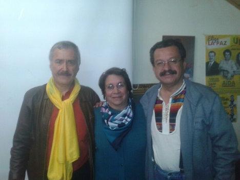 Jaime Caycedo y Carlos Lozano, candidatos a Cámara y Senado, rodean a la candidata presidencial por la UP, Aída Avella.