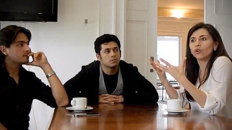 De izquierda a derecha el actor Andrés Sandoval; Santiago Alarcón, vicepresidente de ACA, y la actriz Marcela Gallego.