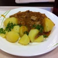 Heute: Szegediner Gulasch mit Kartoffeln #foodporn - via Instagram