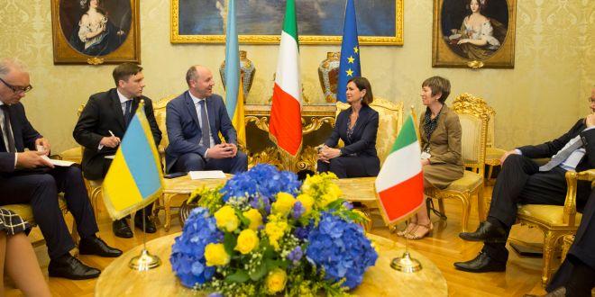 Laura Boldrini incontra il fascista ucraino Parubij