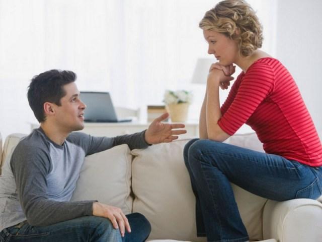 ketika kamu dan dia ada masalah dan menyebabkan pertengkaran, segeralah untuk menyelesaikannya dengan cara yang dewasa. dengan begitu kamu juga bisa mencontohkannya bahwa masalah itu harus diselesaikan bukan dibiarkan begitu saja. jangan sampai masalah itu merusak hubungan kalian berdua. gambar via: blog.gopaktor.com