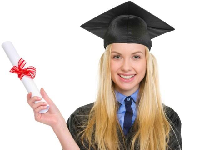 perempuan harus menjalani pendidikan setinggi mungkin. apalagi saat muda adalah saat yang baik untuk menimba ilmu. maka dari itu, sebagai perempuan kamu harus memiliki pendidikan yang tinggi. gambar via: www.hipwee.com