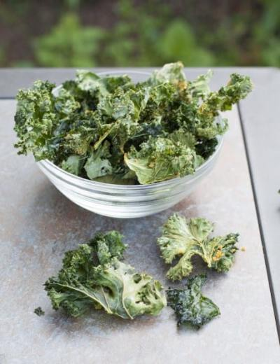 """""""Cheezy"""" kale chips"""