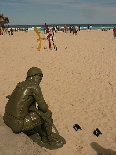 blog voyage australie whv travel bondi sculpture art soldier plastic