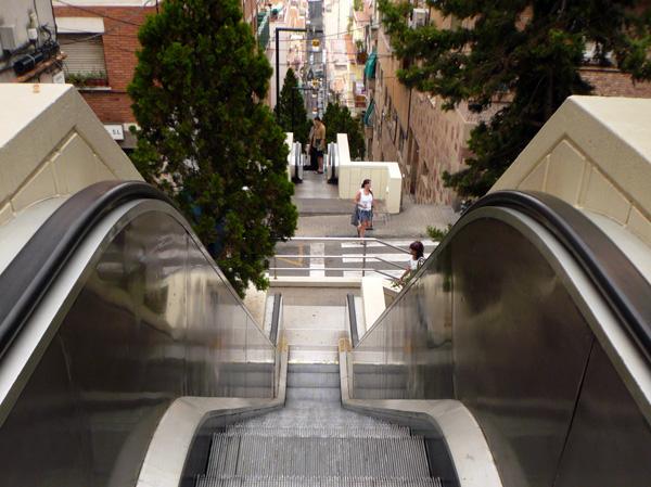 blog voyage australie espagne barcelone escalator stairs