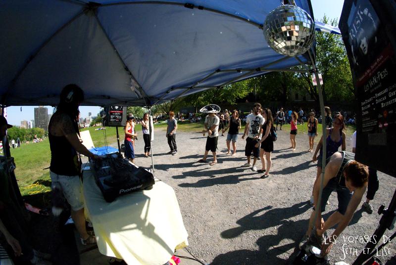 pvt canada montreal mont royal dimanche blog voyage tour du monde couple dj danse electro parc transe