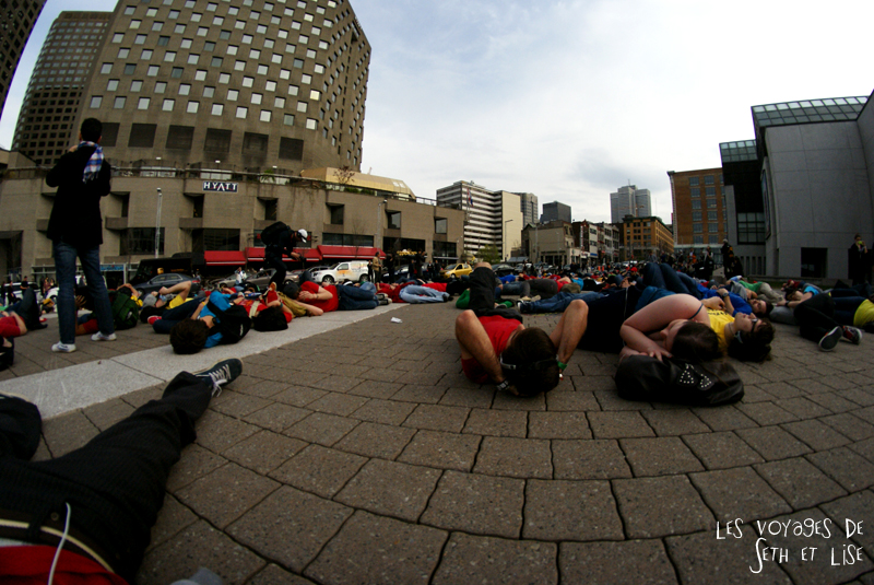 flashmob juste pour rire montreal improv everywhere mp3 experience blog pvt canada sieste dormir par terre