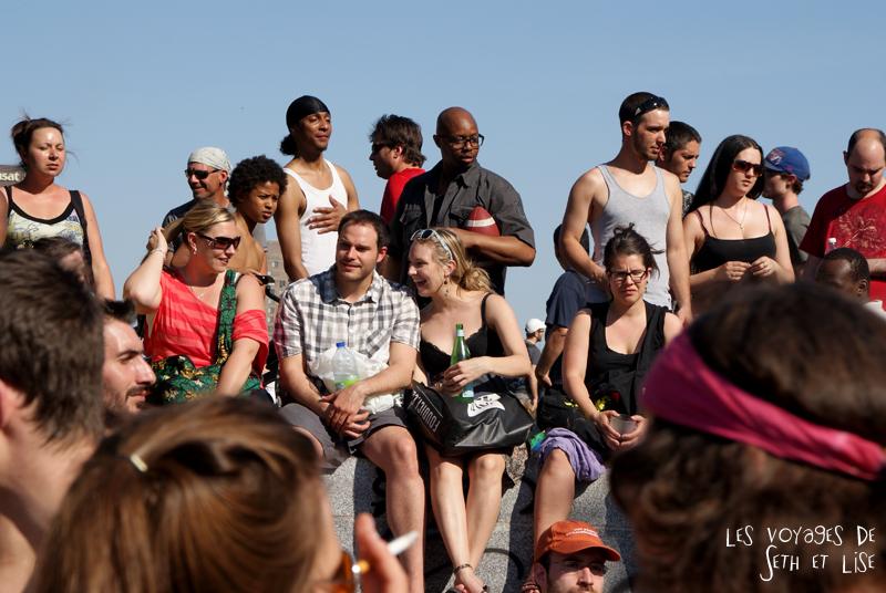pvt canada montreal mont royal dimanche blog voyage tour du monde couple fule ecouter musique tam-tams
