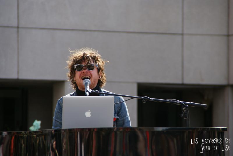 blog pvt canada voyage canada montreal voyage tour du monde fete artiste hipster singer chanson chanteur mac apple
