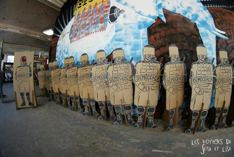 blog pvt canada montreal voyage espace frais peint militaire carton sculpture democratie street art