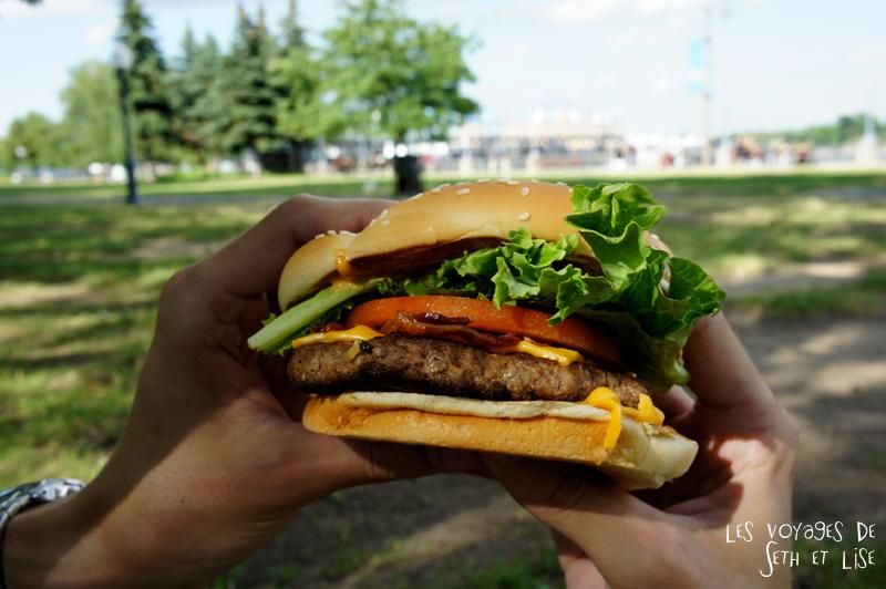 blog canada montreal pvt couple tour du monde voyage macdo burger angus