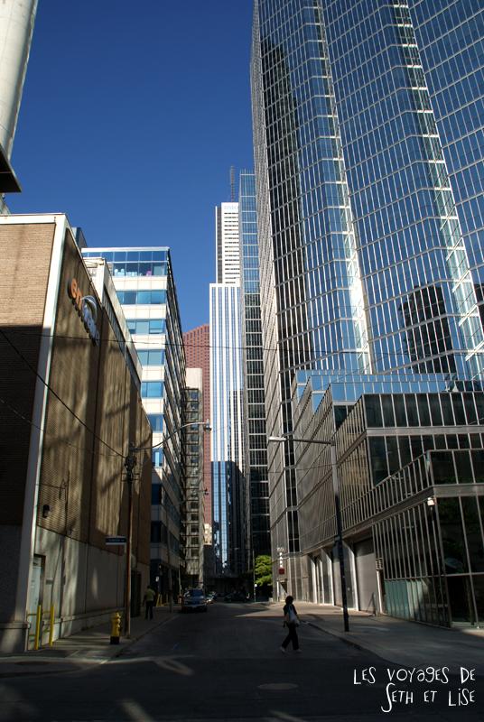 blog pvt canada whv toronto ontartio couple voyage travel tour du monde building downtown