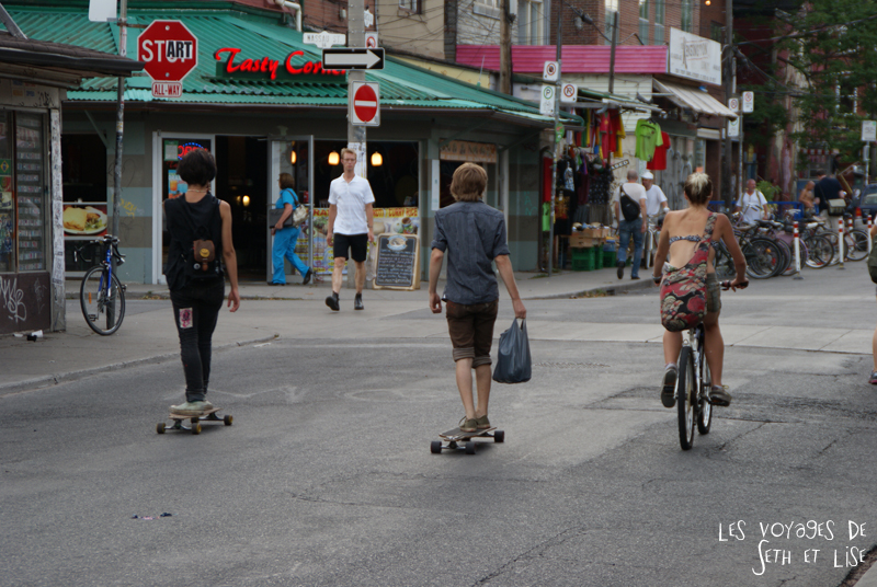 blog pvt whv canada toronto travel voyage kensigton chinatown couple rollin skate velo
