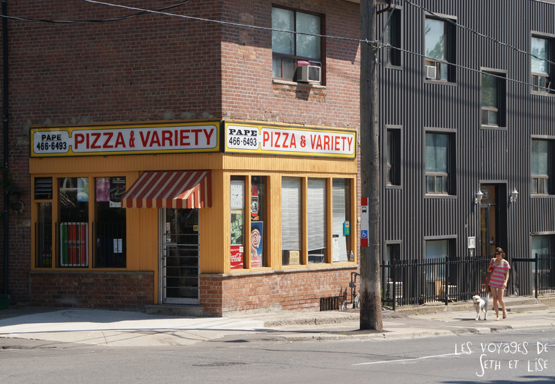 blog photo voyage pvt canada toronto ontario couple tour du monde travel photography pizza pape avenue