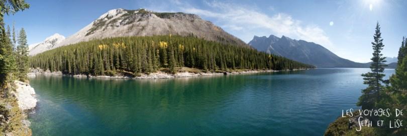 blog photogaphie pvt pvtiste canada alberta rocheuses montagne couple voyage tour du monde paysage nature lac lake panneau minnewanka