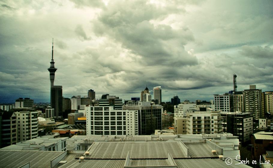Vue d'Auckland de jour et de nuit