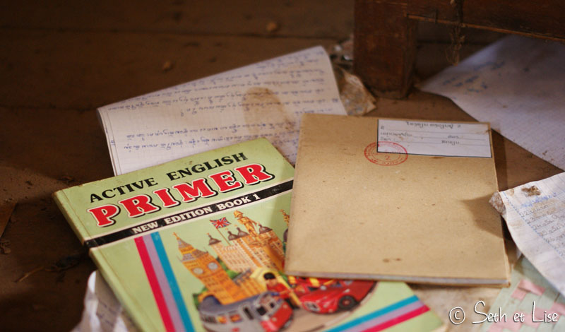 urbex-school-laos-englishbook.jpg