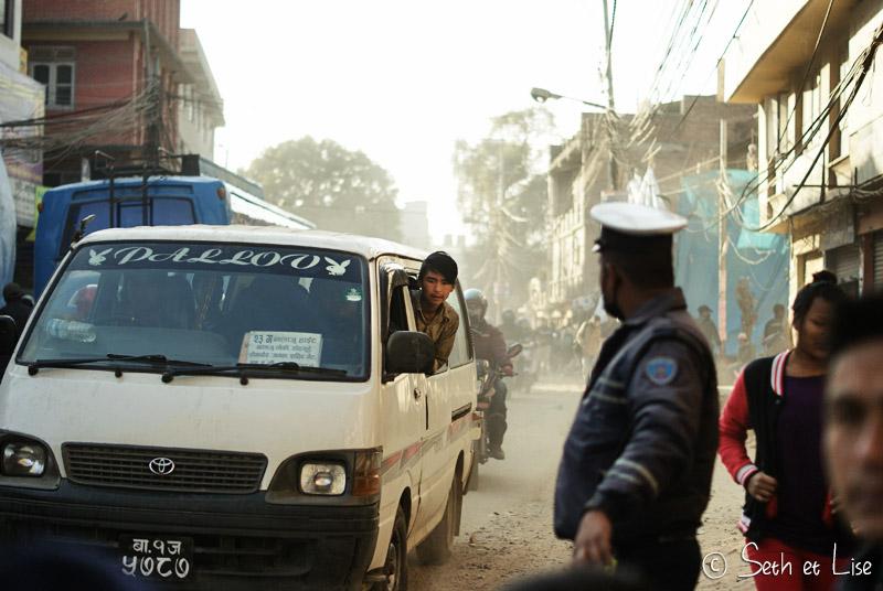 blog voyage tour du monde nepal katmandou bus