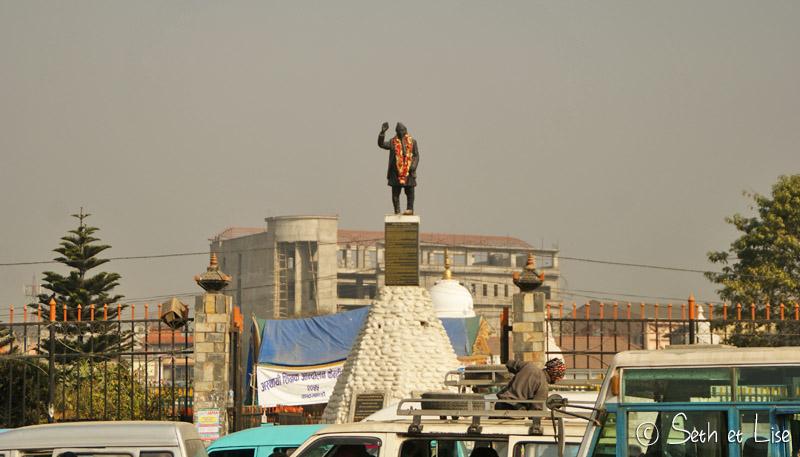 nepal_statue_salut.jpg